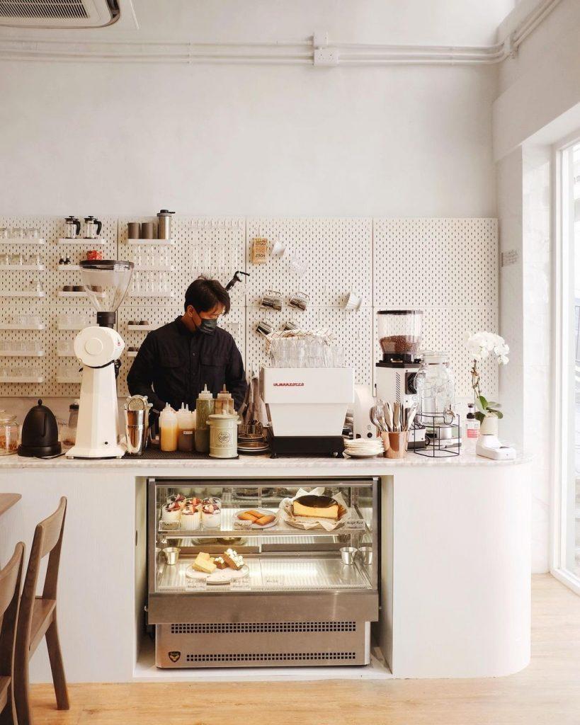 Tủ Bánh Ở Quán Cafe