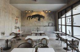 Bàn Vuông Ở Quán Cafe